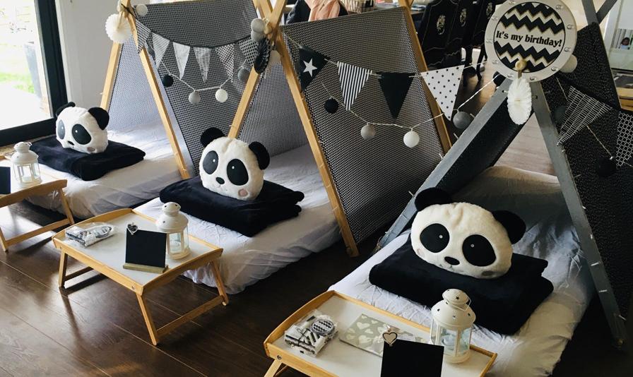 Black&White Teepee Party with Pandas (6)